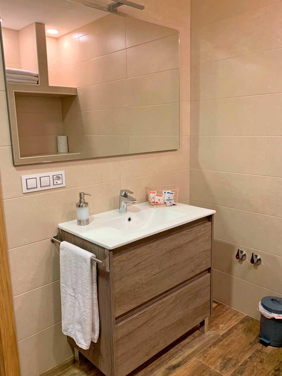 alojamiento con dos baños en Sanabria